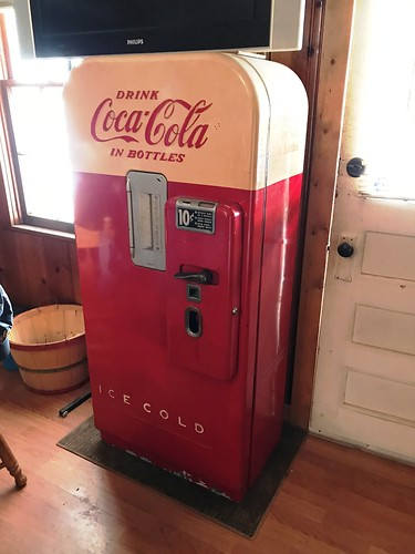Coca-Cola soda vending machine | by thornhill3