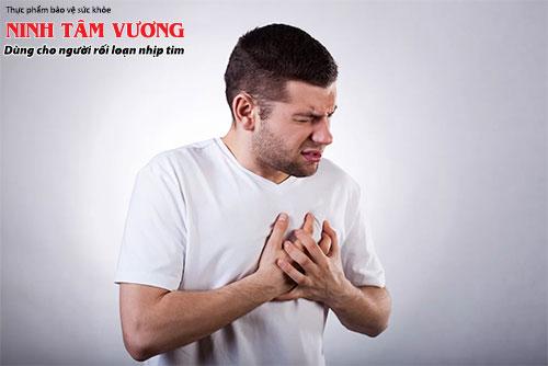 Tim đập nhanh và mạnh khiến bạn cảm nhận rõ nhịp đập của trái tim