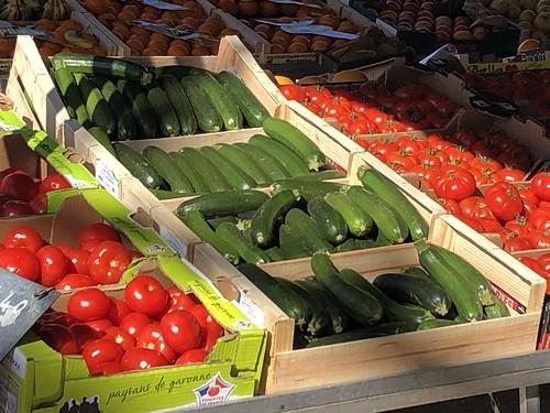 Au marché de Morcenx (Landes, France) / Auf dem Wochenmarkt / На еженедельном рынке в Морсенс