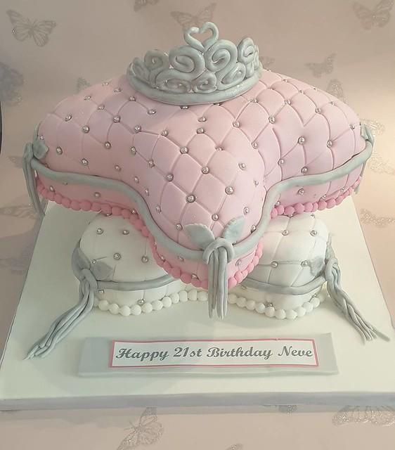 Cake by Sophie Elizabeth Perrie of Sophie's Sparkling Cakes