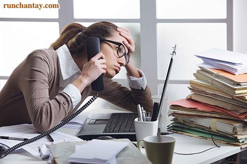 Căng thẳng, stress kéo dài có thể khởi phát hoặc làm nặng thêm tình trạng rung lắc đầu