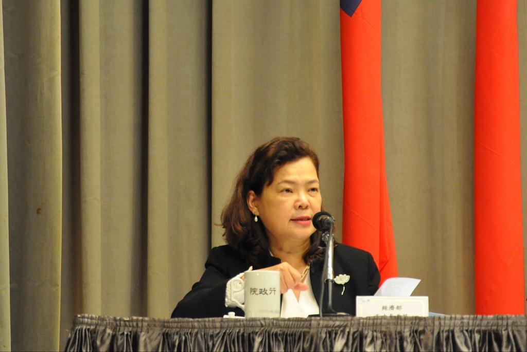 經濟部次長王美花說,既然十年的時間過了,應該更務實的處理農第工廠問題。孫文臨攝