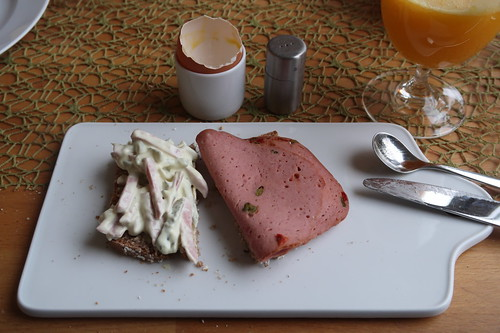 Fleischsalat und Lyoner auf Dinkelvollkornbrot