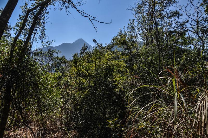 拉克斯山東南遠眺斯拉巴庫山(左)、玉穗山主峰(右) 2