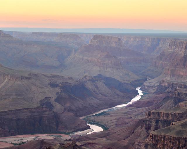 Rio Colorado al atardecer en el Gran Cañón del Colorado