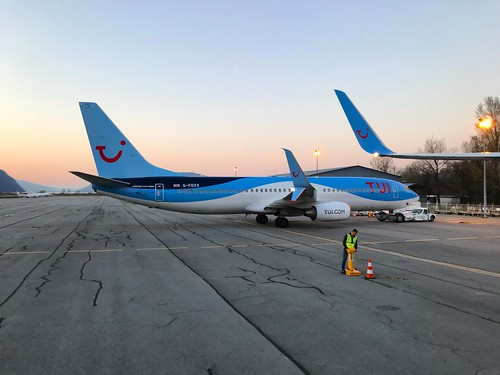 TUI Boeing 737-800 G-FDZS