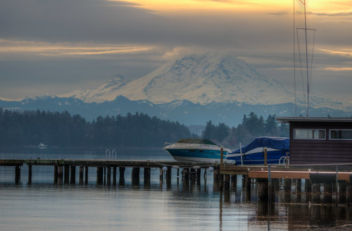 washington seattle seattlewashington wa boat boating mountain sunrise mountrainier mt rainier mount park pier