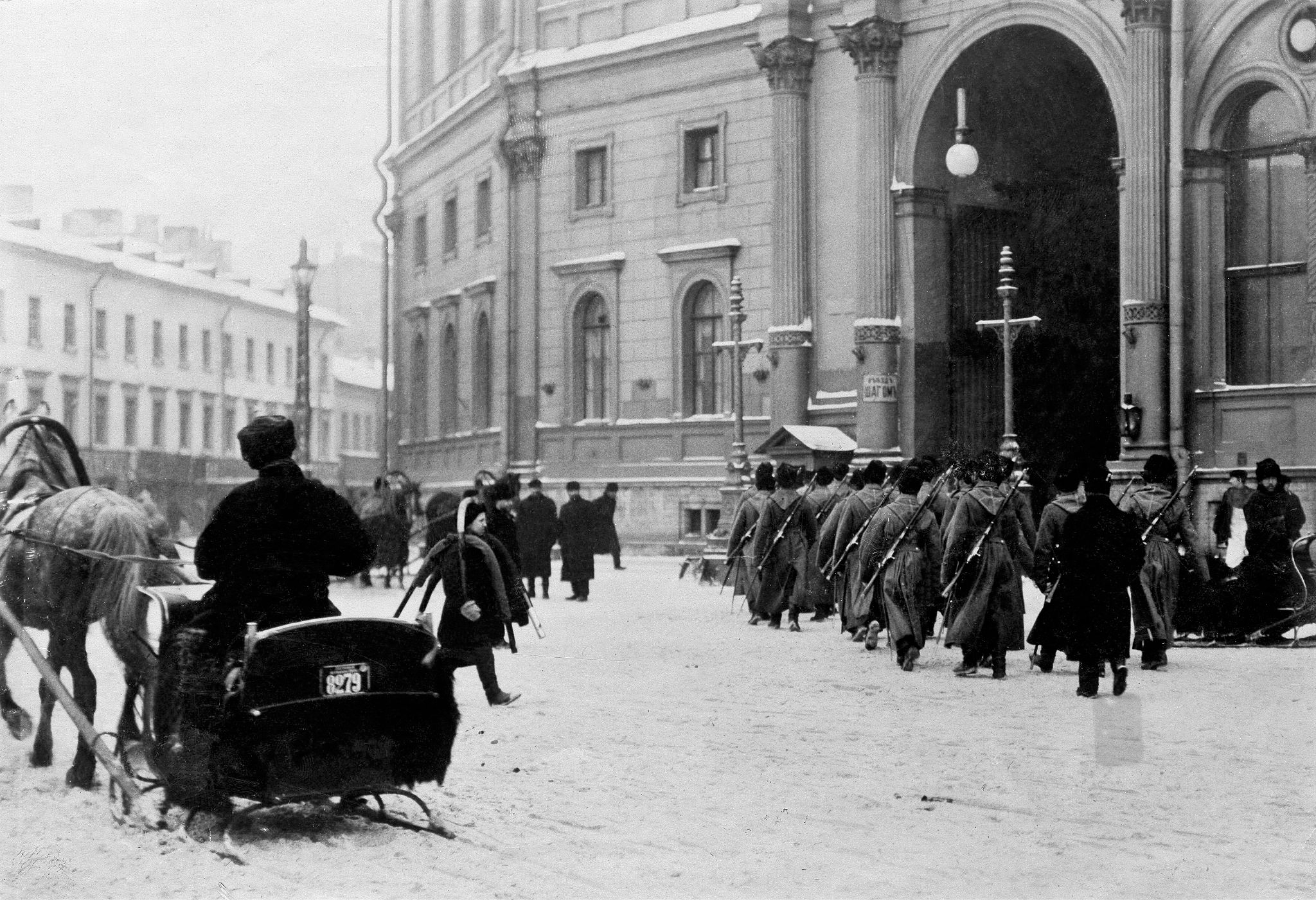 Смена караула у Николаевского вокзала. 1904