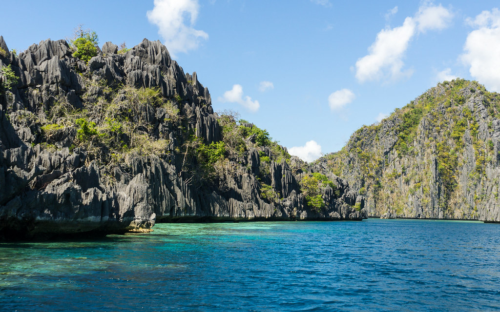 Hopping islands in Coron