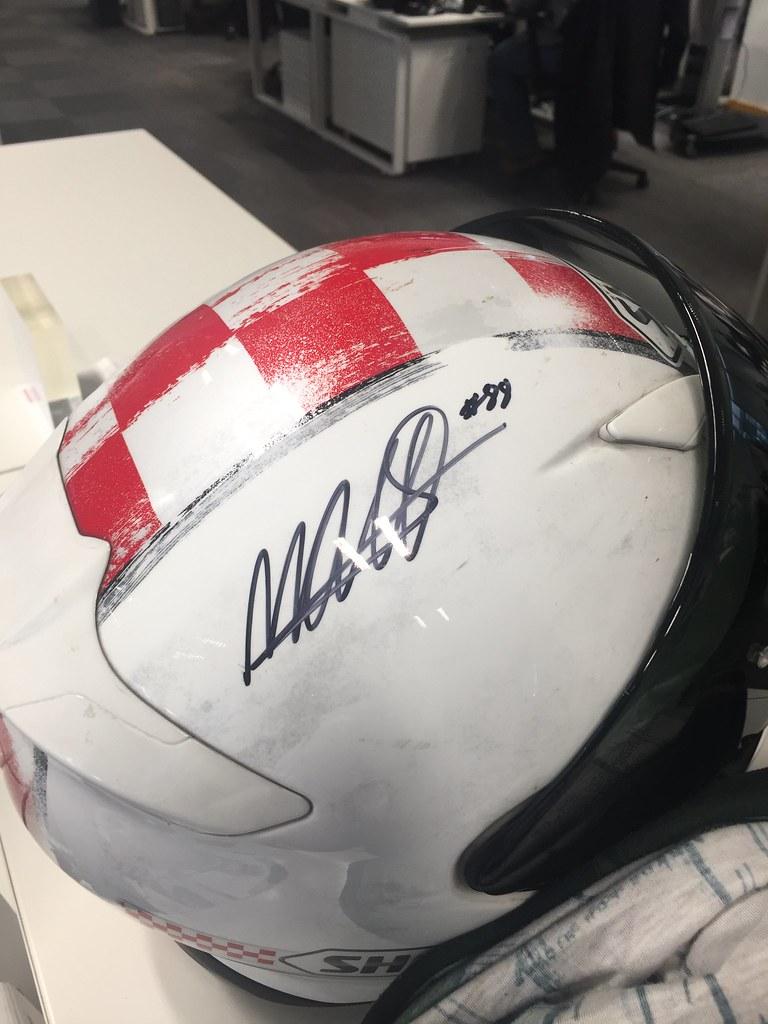 Autografo Miguel Oliveira no capacete!! 46719107234_ec3d8ba6d3_b