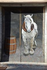 Porte peinte - Photo of Douvres