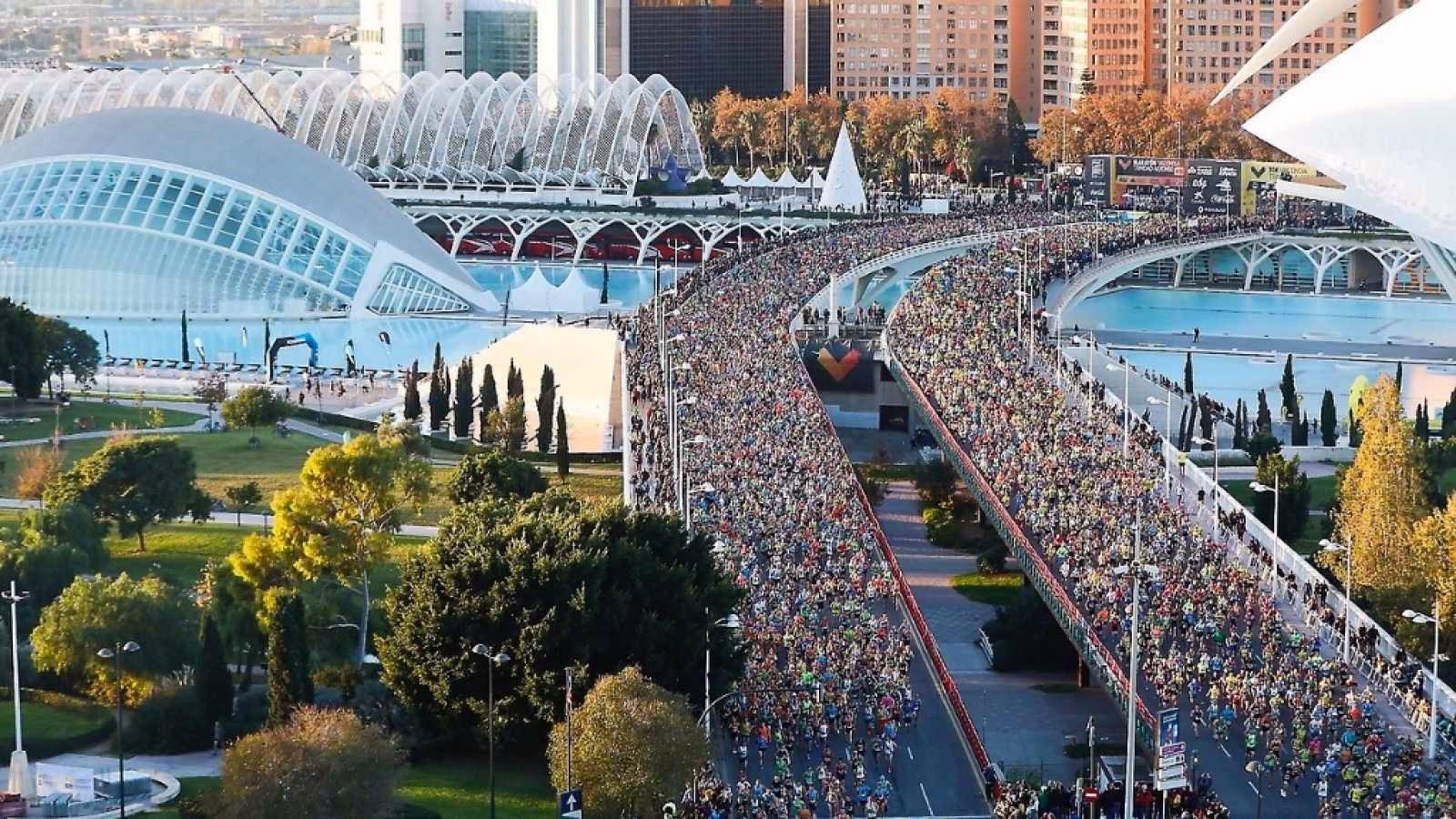 Correr el Maratón de Valencia, España - Marathon Spain maratón de valencia - 47198693631 bb1c77a521 h - Maratón de Valencia: análisis, recorrido, entrenamiento y recomendaciones de viaje