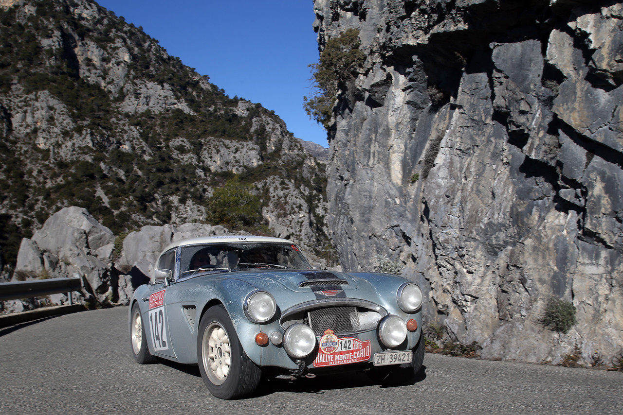 Climbing the road during the 2015 Monte Carlo Historical Rally.