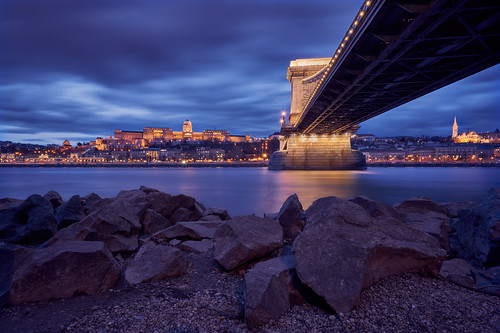 Blue hour at an iconic spot in Budapest | by tamasdragon