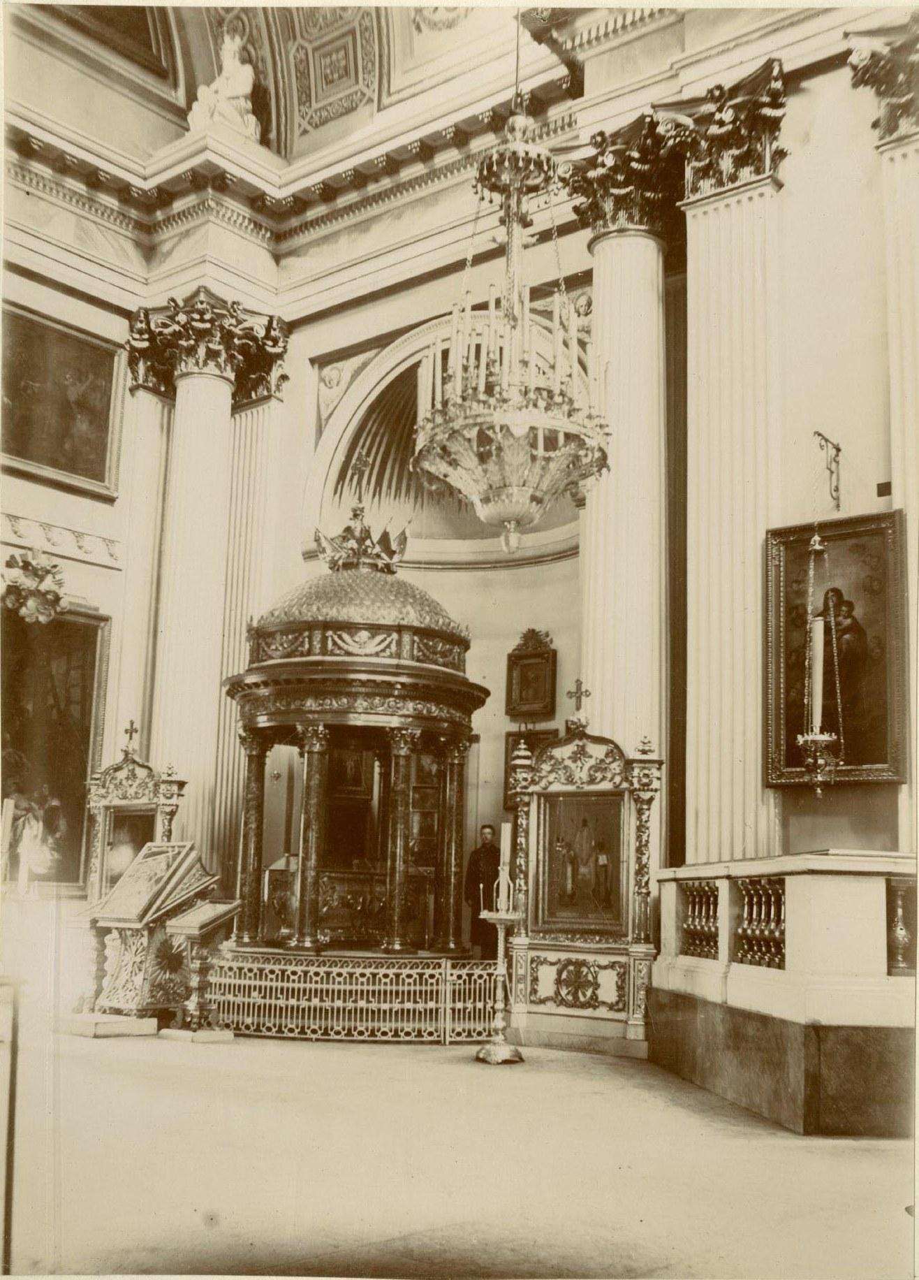 09. Троицкий собор, сень над плащаницею