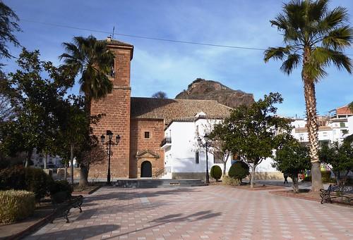 Cambil (Jaén-España). Plaza de la Constitución. Iglesia de la Encarnación