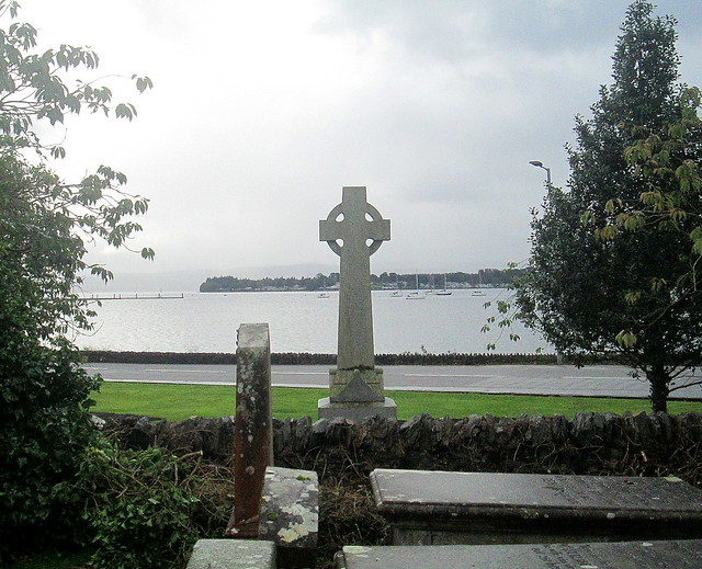 Rhu War Memorial from Churchyard