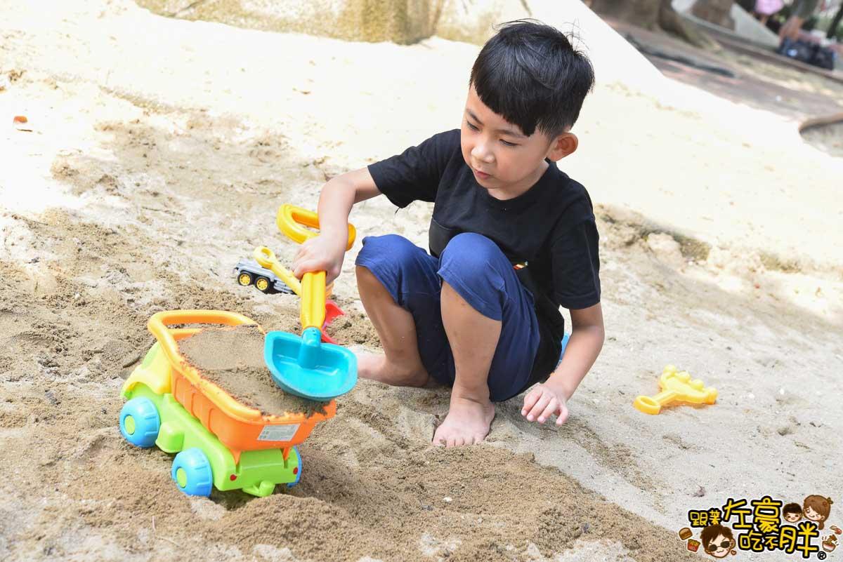 高雄親子旅遊 兒童美術館沙池-3