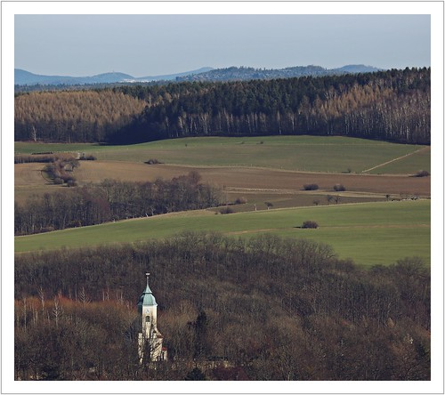 Eine Kirche und drei Türme