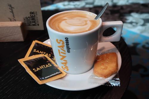 Koffie verkeert im Stations Huiskamer (am Bahnhof von Den Haag)