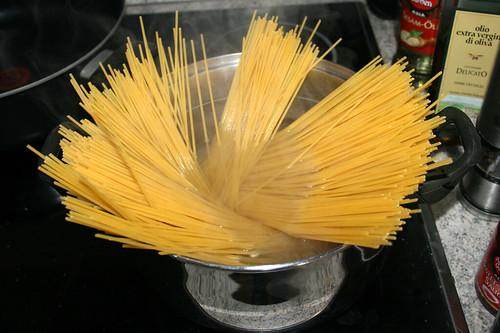 02 - Spaghetti kochen / Cook spaghetti