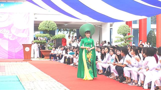 Hội thi áo dài