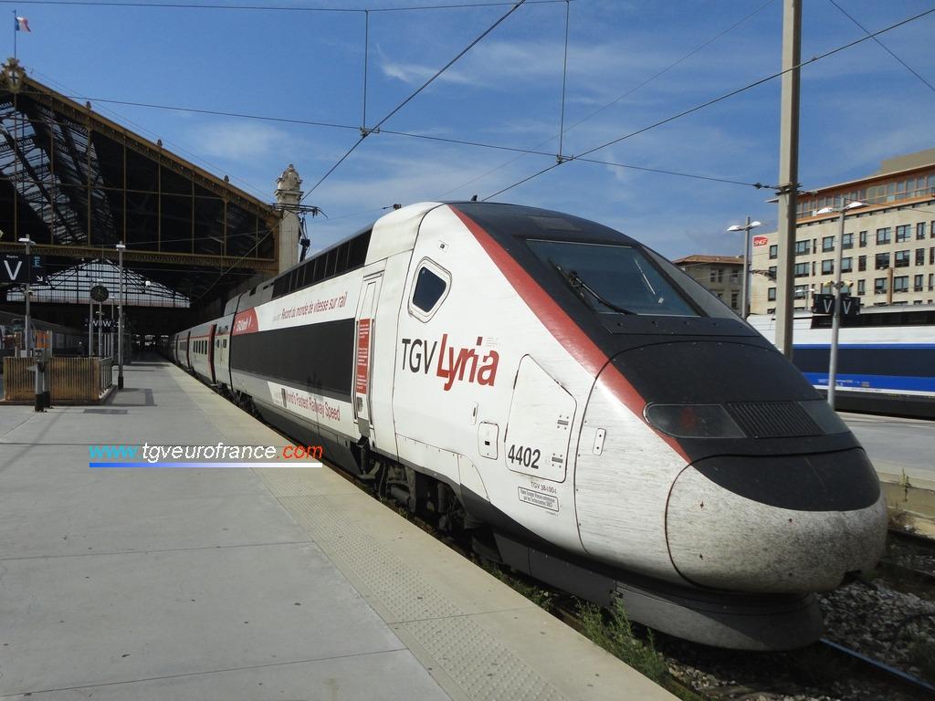 La célèbre rame TGV POS Alstom (TGV Lyria 4402)