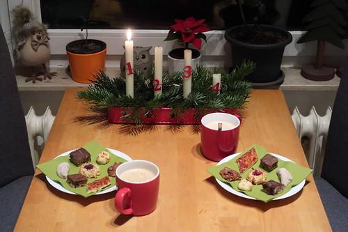 Unsere Weihnachtsplätzchen zum Nachmittagskaffee am 1. Advent (Tischbild)