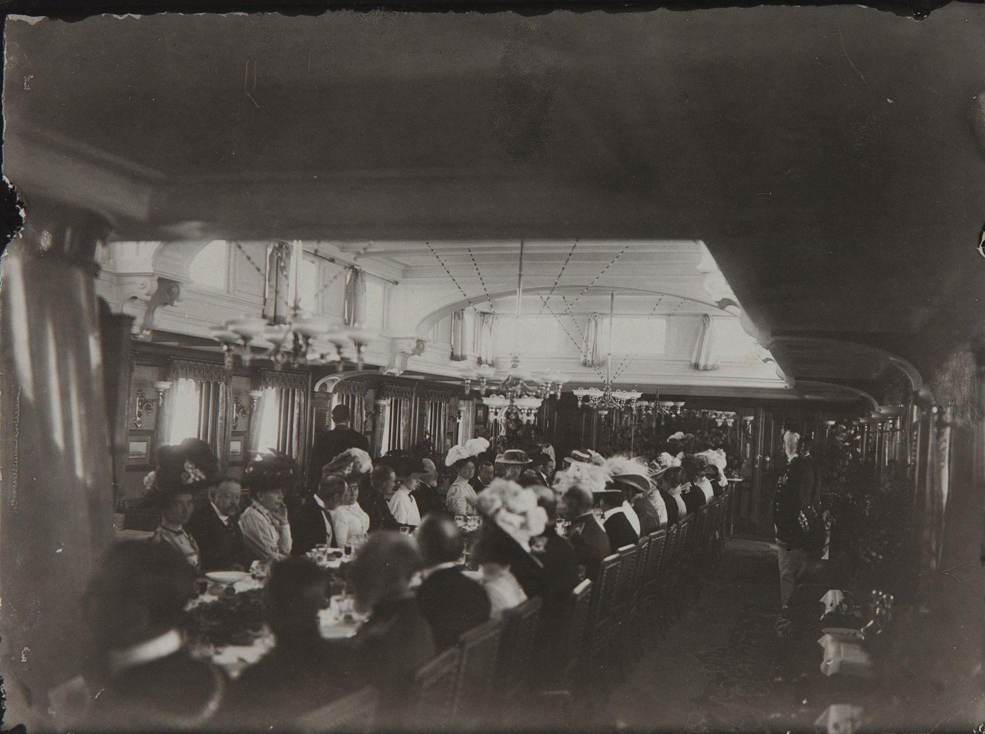 1908. Обед на яхте «Штандарт» по случаю приезда президента Франции Фальера Армана. Ревель