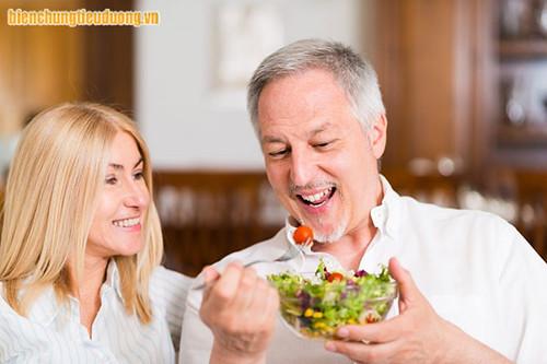 Ăn nhiều rau quả tươi giúp người tiểu đường kiểm soát đường huyết tốt hơn.