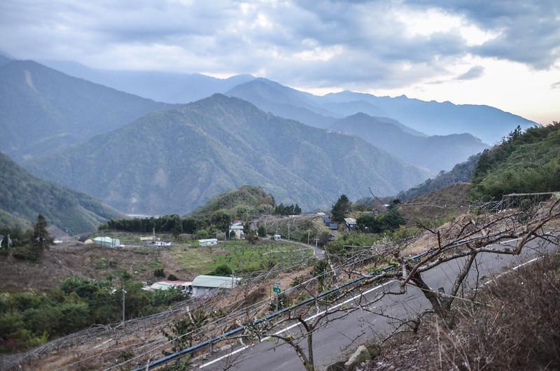 泰安象鼻部落上方(H 1080 m)南眺群山 2