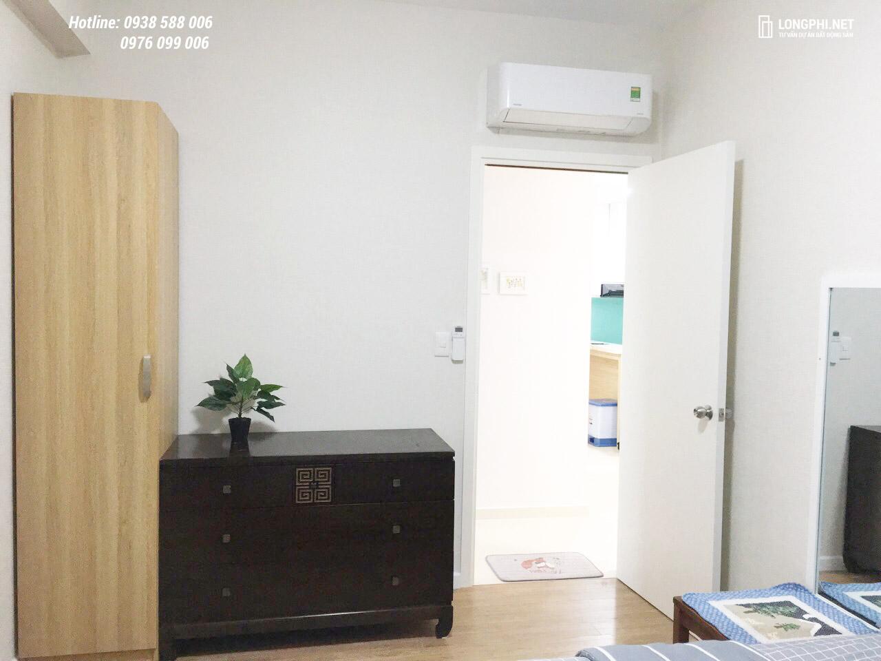 Bên trong phòng ngủ có trang bị thêm một số vật dụng nội thất.