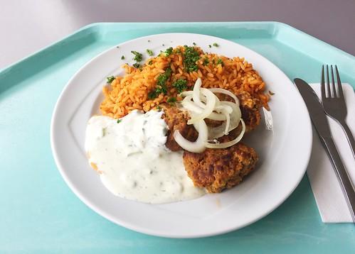 Greek bifteki with tzatziki & tomato rice / Griechische Bifteki mit Tzaziki & Djuvecreis