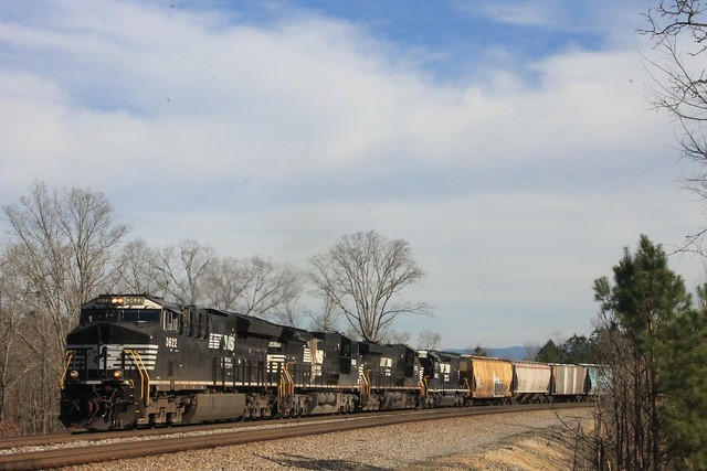 NS 3622 Leads NS 322 at Old Apison Rd in Cohutta,GA