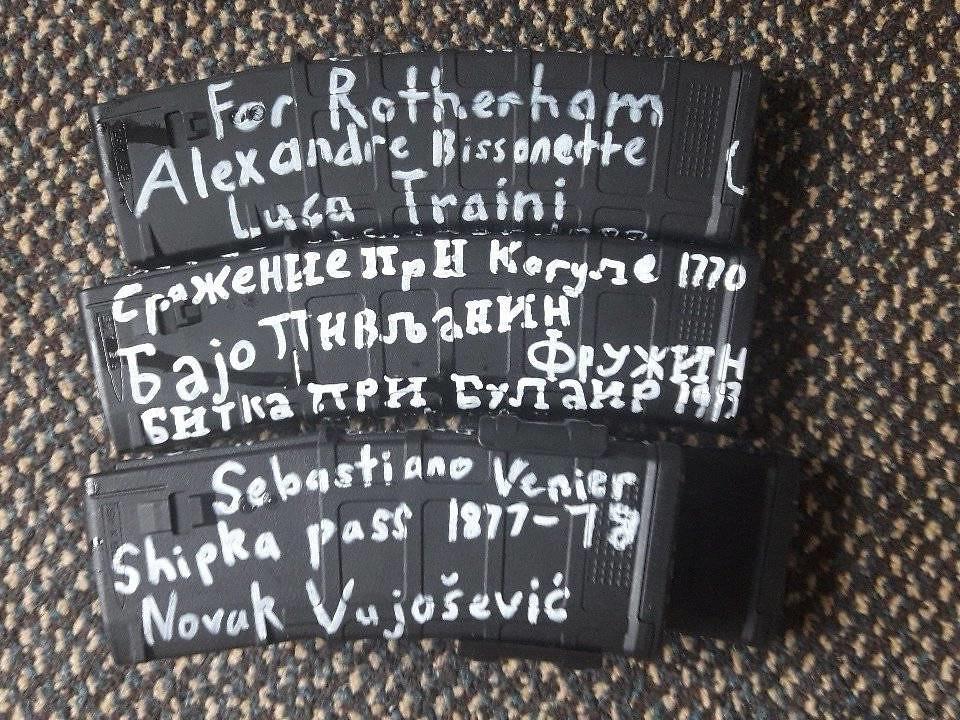 槍手塔蘭特於基督城恐攻前夕,將彈匣照片上傳至社群網站。其中Alexandre Bissonnette是2017年加拿大魁北克清真寺槍擊案的兇手,他殺害了6名正在禱告的民眾。