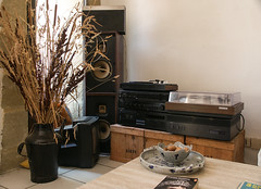 Sunday Morning Hifi - Photo of La Bastide-d'Engras