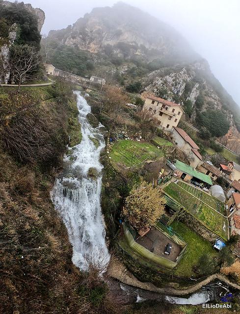 Disfrutando de Tobera y sus cascadas (12)