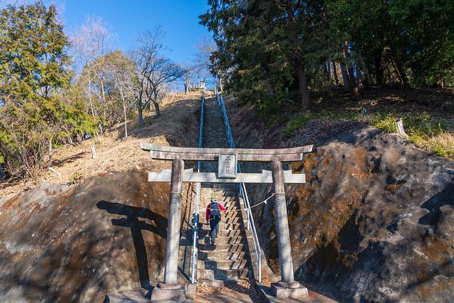 三毳神社への急階段