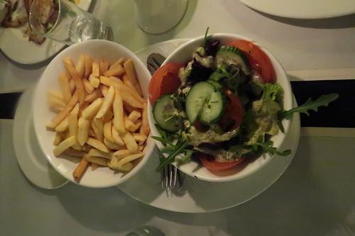 Frites und Salat (dazu)