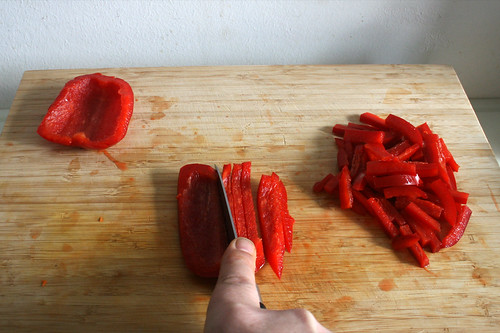 03 - Paprika in Streifen schneiden / Cut bell pepper in stripes