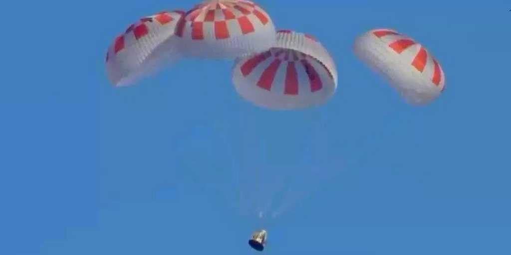 La capsule Crew Dragon de SpaceX amerrit sans accroc dans l'Atlantique