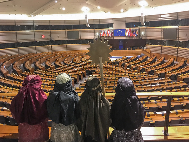 Sternsinger/innen besuchen EU-Parlament