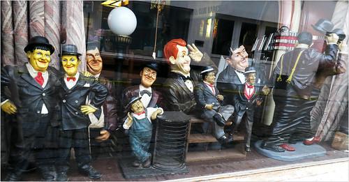 Dans la vitrine d'un bistrot de Lissewege, Bruges, Belgium