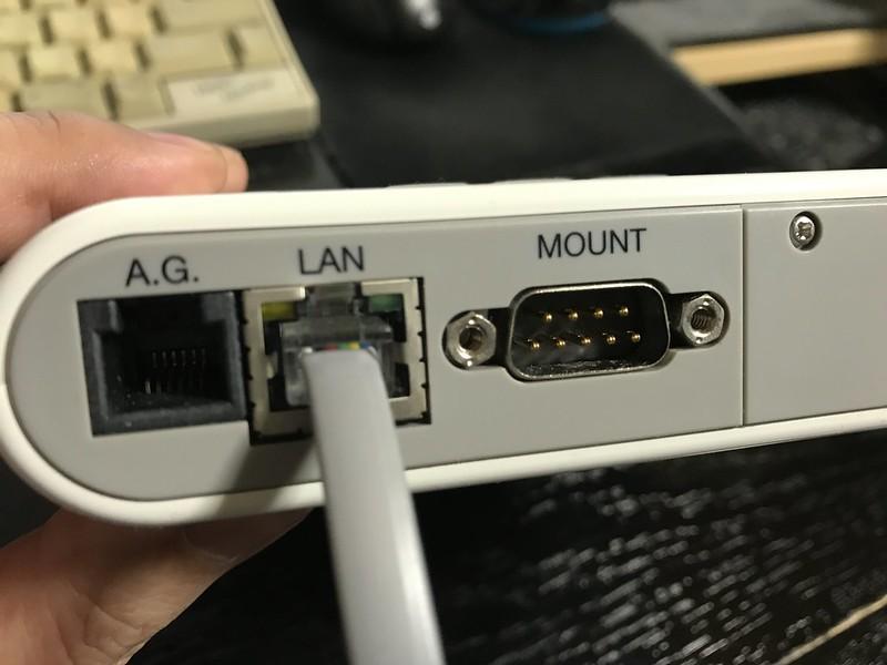 オートガイダーケーブルをLANポートに挿してはいけません。