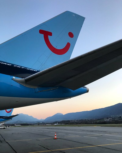 TUI Boeing 757-200 G-OOBN Tail Fin