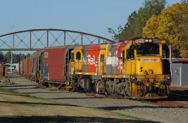 Train 939 shunting in, Sony DSC-H100
