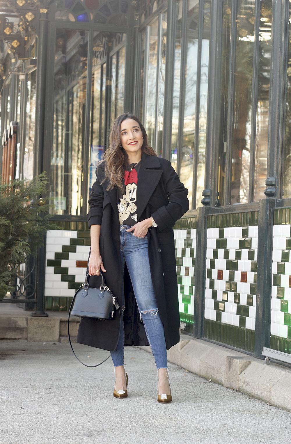 black trench coat amazon fashion minnie t-shirt louis vuitton bag uterqüe street style outfit 20198