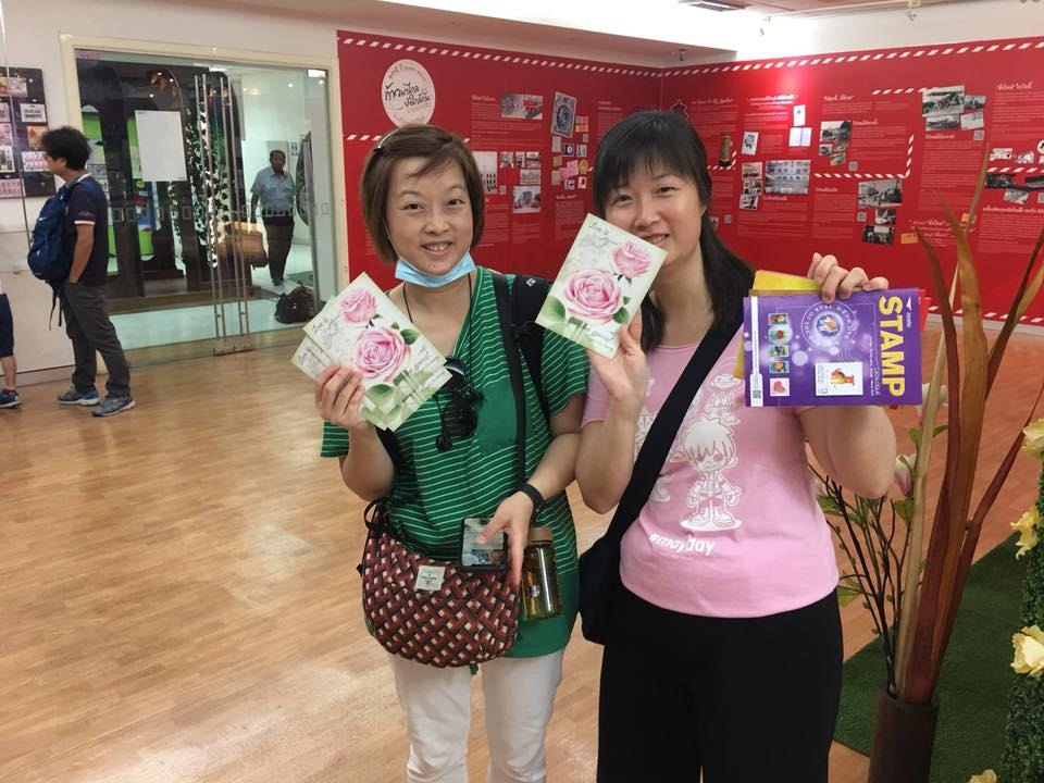 Collectors showing their Symbol of Love maximum cards and Thailand Post's new issues bulletin (I still haven't received my first one for 2019 in the mail).