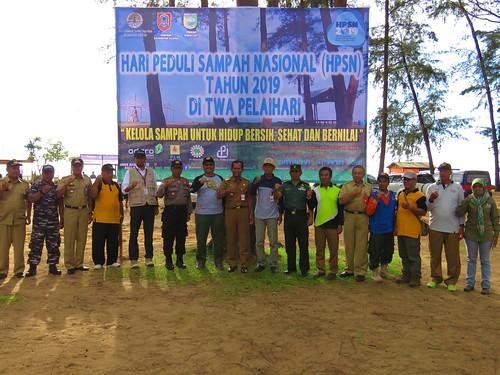Hari Peduli Sampah Nasional, BKSDA Kalsel Bersihkan TWA Pelaihari (04)
