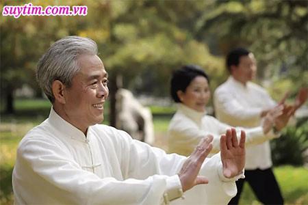 Khi đã suy tim, dù người già hay trẻ cũng nên vận động nhẹ nhàng không nên quá sức
